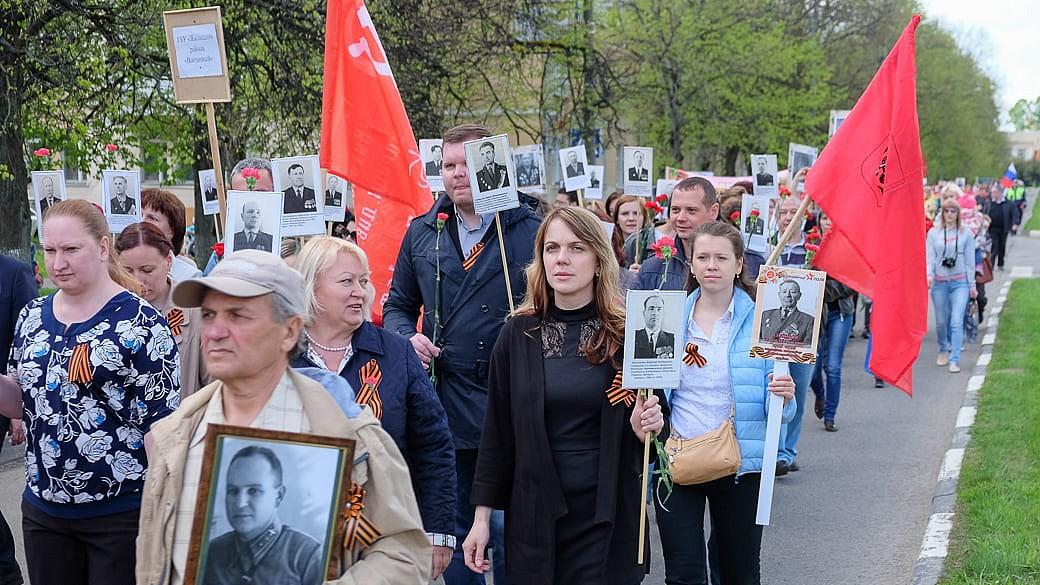 Die Russen, sie leiden und gedenken. 9. Mai.