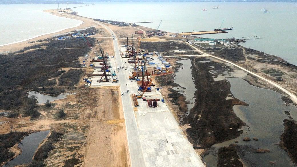 Krim Strombrücke fertig, Straßenbrücke ohne Geld