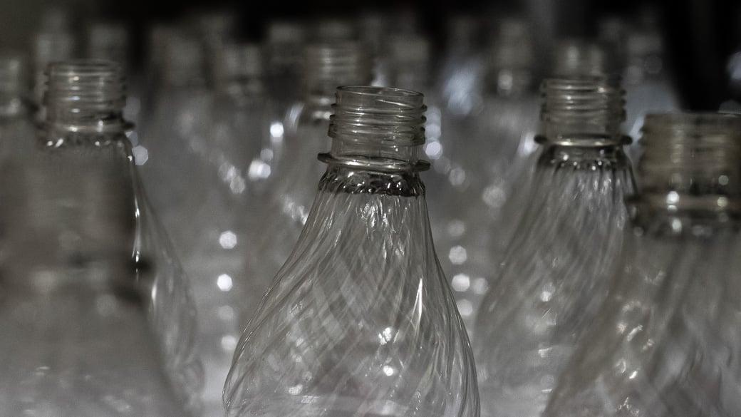 Russland verbietet große Plastik-Bierflaschen