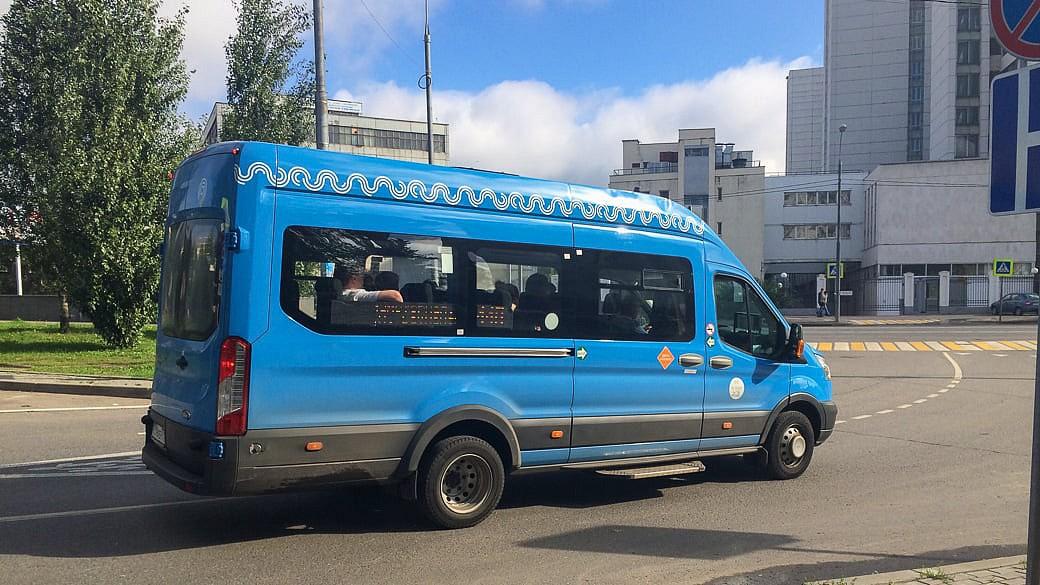 Die neuen blauen Marschrutka-Kleinbusse