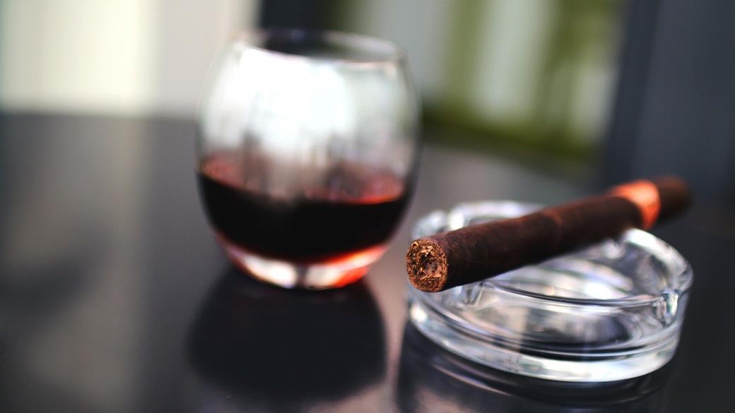 Tabakwaren und Wein