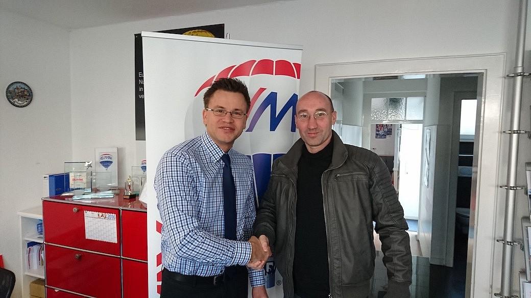 Alexander Maier ist 39 Jahre alt, verheiratet, 2 Kinder. 1999 kam er aus Novosibirsk nach Deutschland. Jetzt ist er mit seiner Familie in Südbaden Zuhause. Er arbeitet als Makler bei RE/MAX Lörrach und ist Chef der RE/MAX Büros in Rheinfelden und Konstanz.