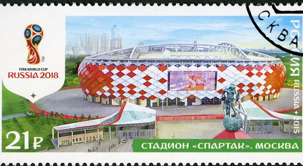 Eine Briefmarke, auf der ein russisches Stadion zu sehen ist