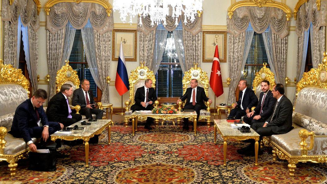 Putin unterschreibt Gesetz für Turkish Stream von Russland in die Türkei