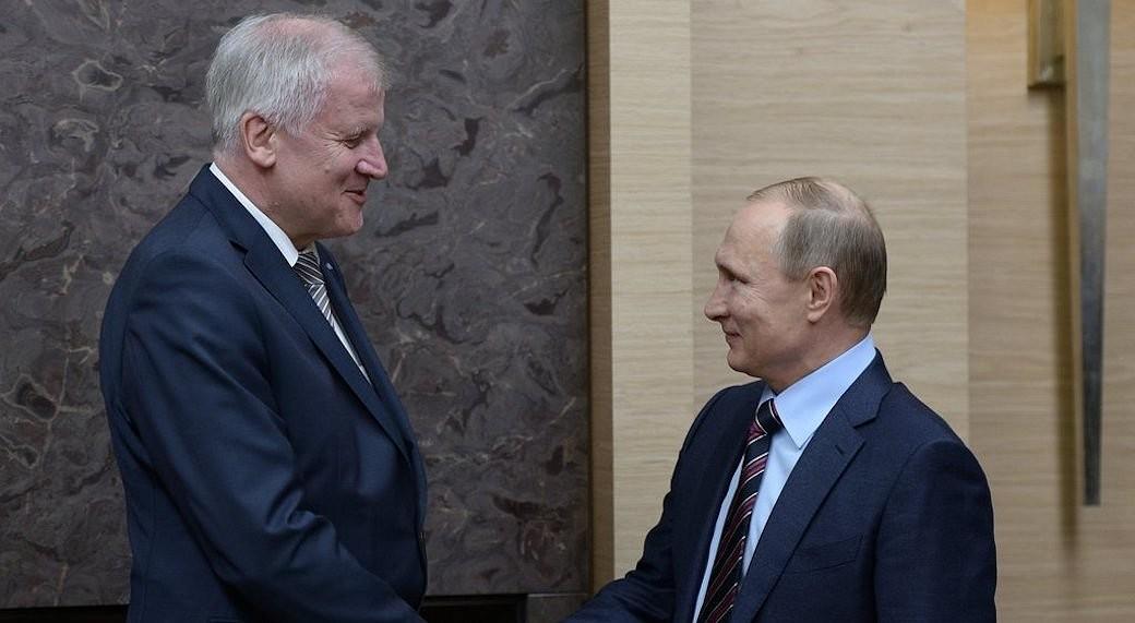 CSU-Chef Horst Seehofer trifft Wladimir Putin bei seiner Russland-Reise in Moskau