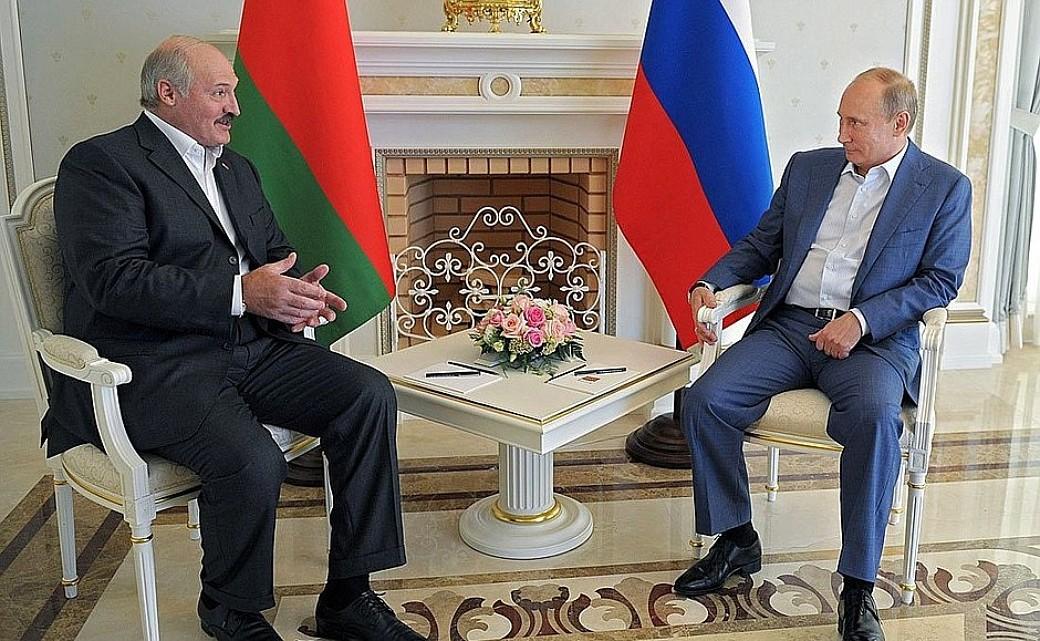 Alexander Lukaschenko (Belarus) und Wladimir Putin (Russland) sprechen über den gemeinsamen Zollkodex der EAWU.