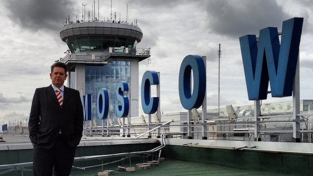 """Daniel Burkard vertritt den Moskauer Flughafen Domodedowo international – als Deutscher. Der Bayer wird oft auch als """"rechte Hand"""" des Flughafenchefs bezeichnet. Aber in seinem russischen Leben ist noch viel mehr los."""
