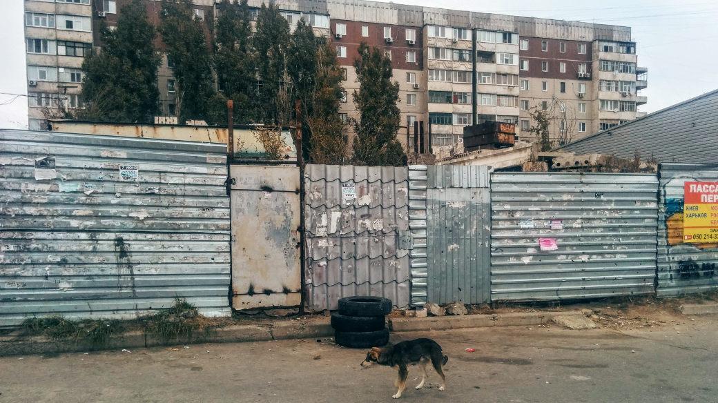 Im Ukraine-Konflikt setzen Regierung und Separatisten zunehmend auf Handels- und Versorgungsblockaden. Im Fokus stehen die Gebiete von Donezk und Luhansk.