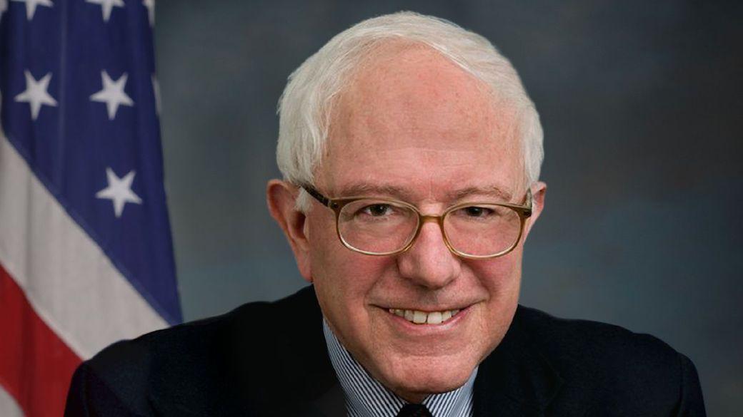 """Bernard """"Bernie"""" Sanders ist ein US-amerikanischer parteiloser Politiker, der seit 2007 den Bundesstaat Vermont im US-Senat vertritt. Von 1991 bis 2007 war Sanders Mitglied des Repräsentantenhauses."""