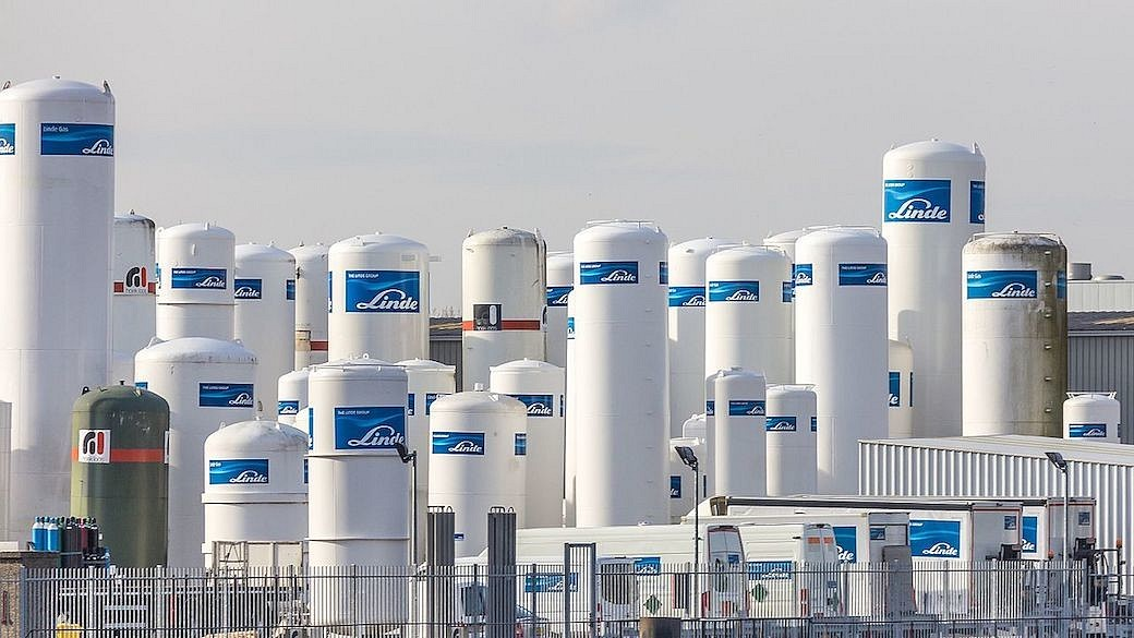 Storage tanks for gas by The Linde Group, Spuihaven, Schiedam, Rotterdam