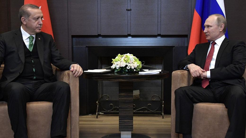 Putin und Erdoğan bemühten sich bei einem Treffen in Sotschi um eine Normalisierung der gemeinsamen Beziehungen und legten Sicherheitszonen für Syrien fest.