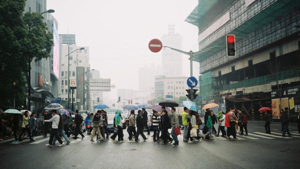 Ein chinesisches Start-up Unternehmen leiht Regenschirme an seine Kunden aus. Nun vermisst Sharing E Umbrella jedocheinen Großteil seiner 300.000 Schirme.