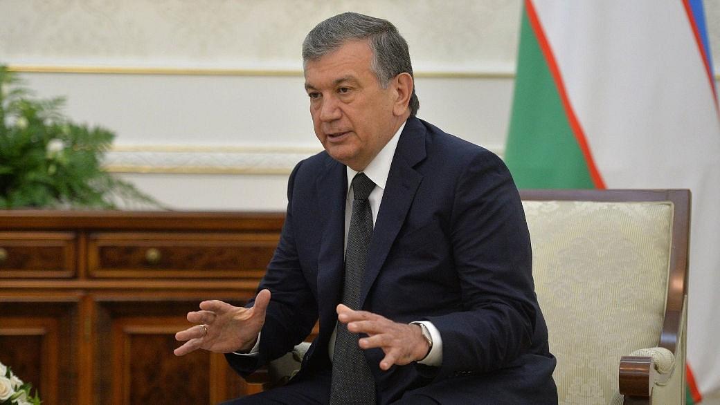 Der usbekische Präsident Mirziyoyev im Kreml.