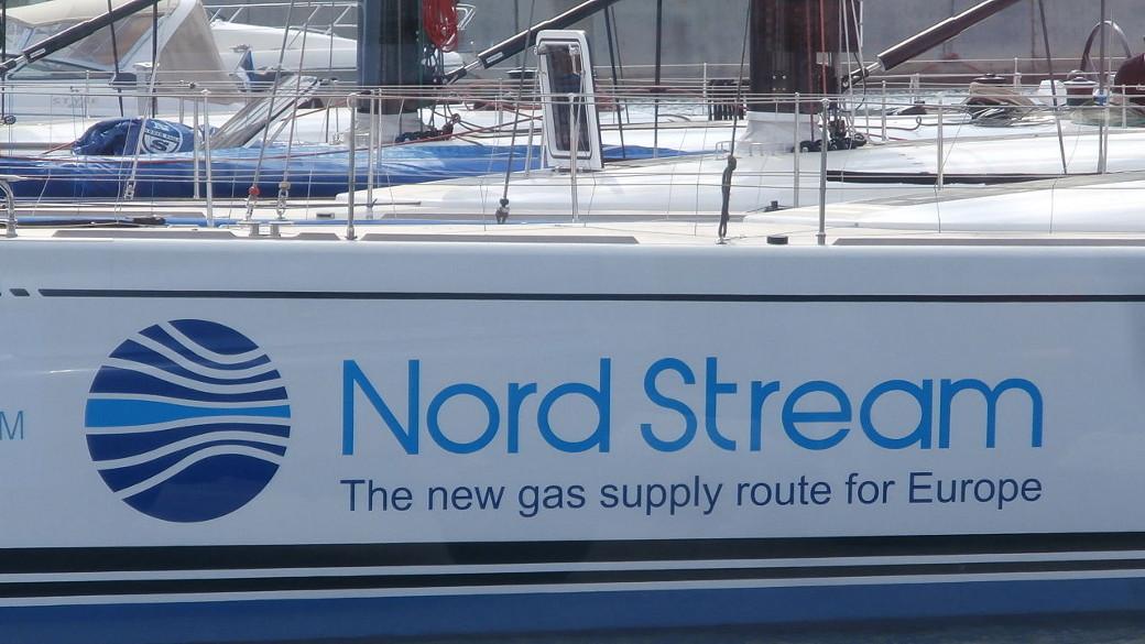 Schiff mit aufgedrucktem Nord Stream Logo