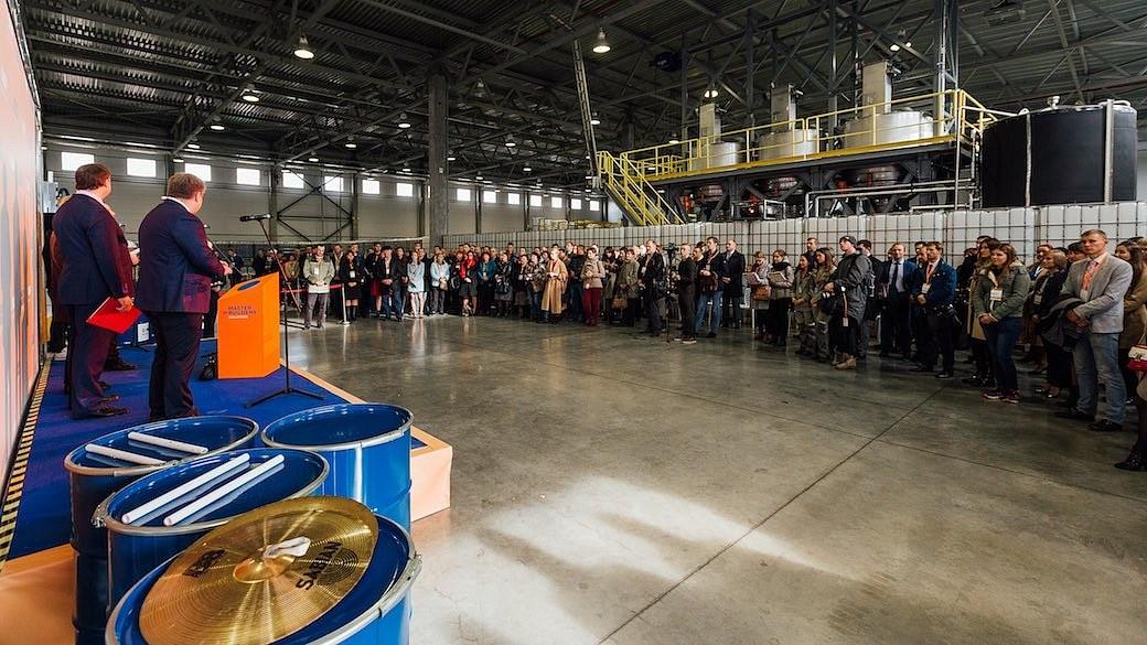 Der deutsche Chemiekonzern BASF eröffnet ein neues Werk in Sankt Petersburg.