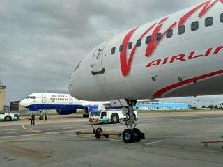 Ein Boeing 757 von VIM Airlines auf dem Moskauer Flughafen.