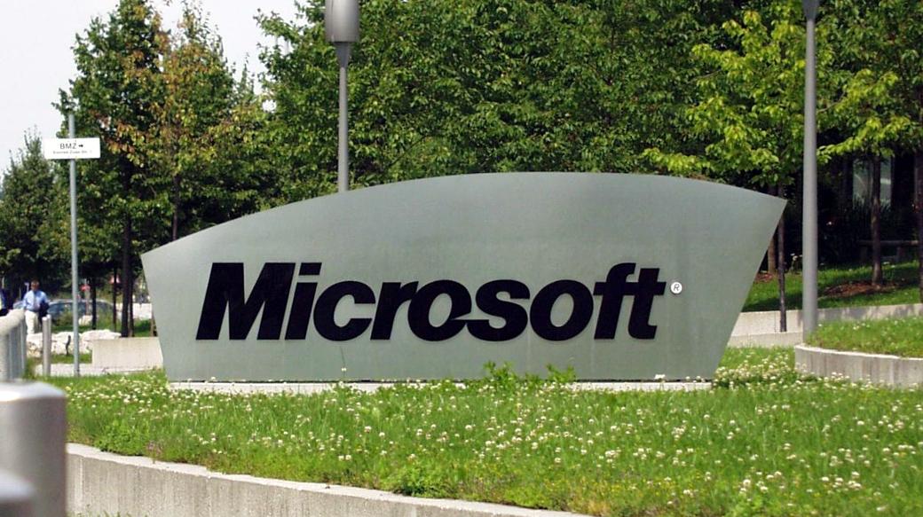 Microsoft-Zeichen am Eingang des Mircosoft-Campus in Deutschland