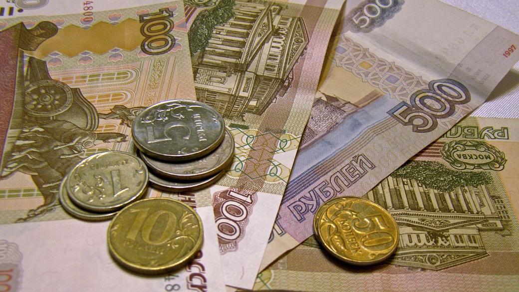 Rubel-Scheine und Münzen