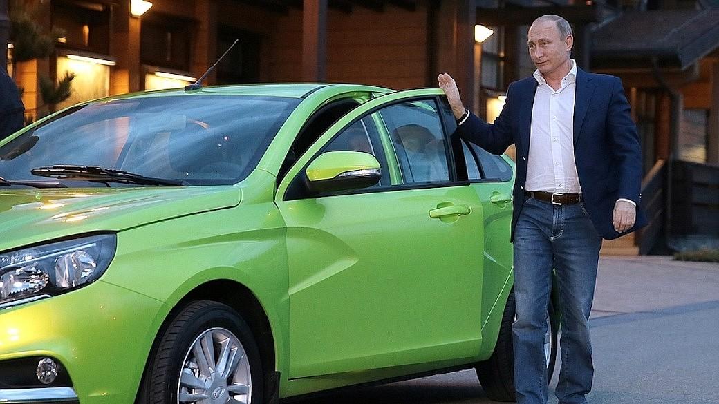 Wladimir Putin fährt Lada
