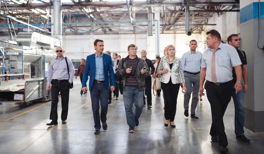 AIP-Geschäftsführer Denis Zhuravskiy bei der Besichtigung eines Industrieparks. © AIP