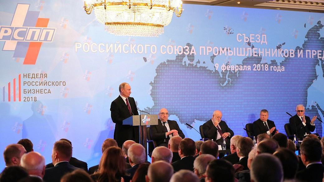 Wladimir Putin bei einem Unternehmenkongress