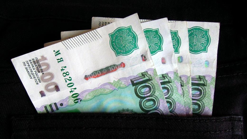 Geld in Hostentasche