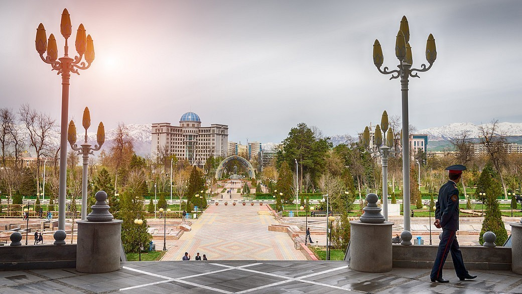 Blick auf den zentralen Platz von Duschanbe, Tadschikistan