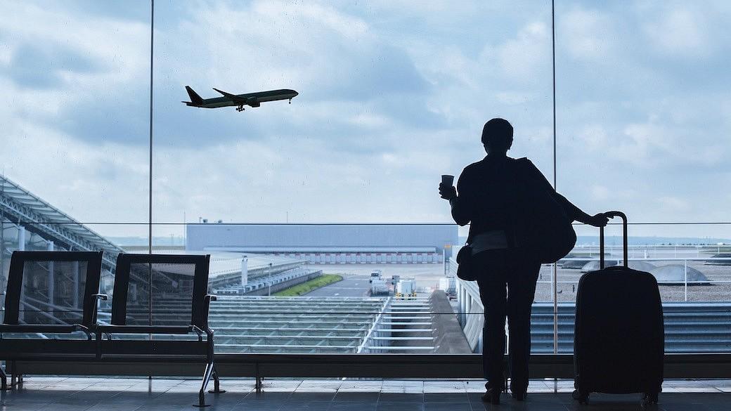 Reisender am Flughafen