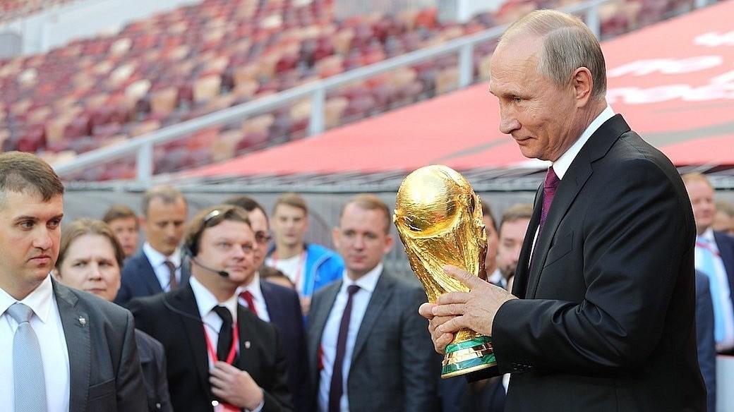 Wladimir Putin vor Fussball WM in Russland