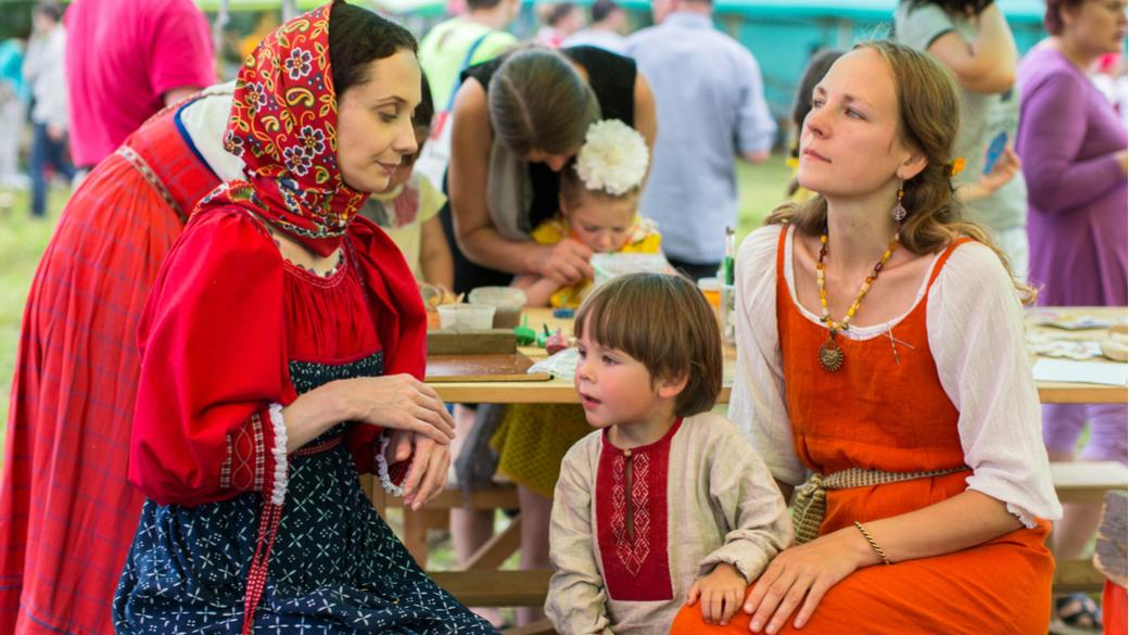 Volkstümlichkeit und Traditionen in Russland