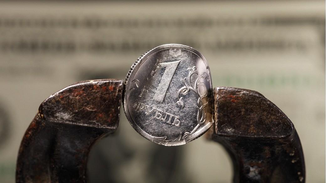 Währungskrise: Rubelmünze wird zerquetscht