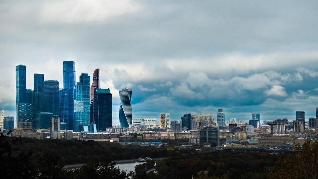 wirtschaft moskau city wolken