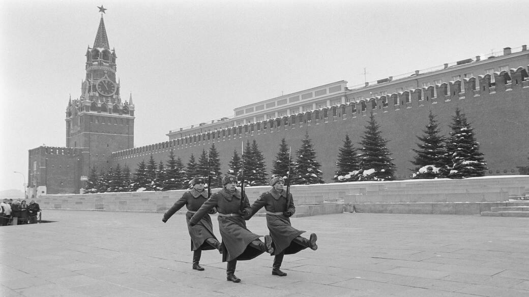 Retro Soldaten auf dem Roten Platz
