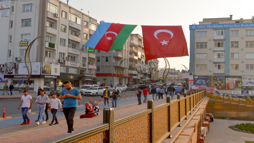 Flaggen Türkei und Aserbaidschan