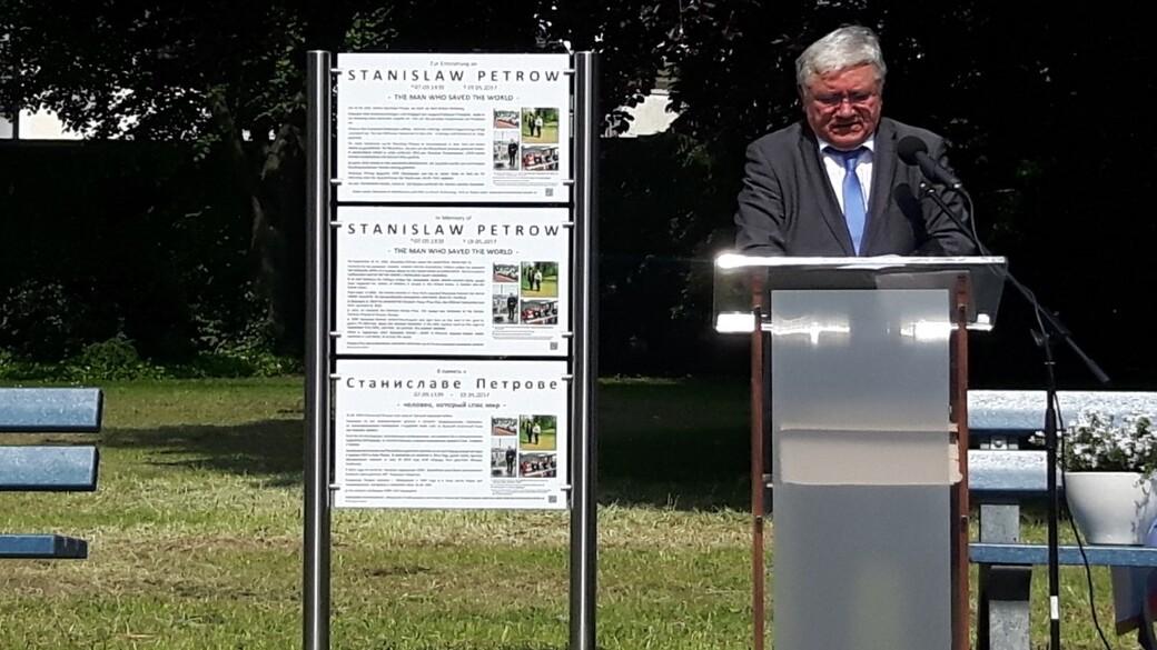Gedenktafel Stanislaw Petrow (1)