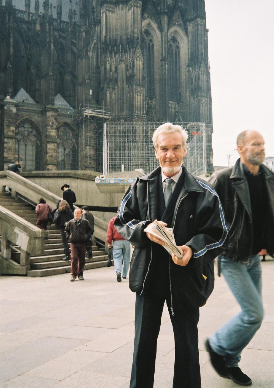 Stanislaw Petrow vor dem Kölner Dom