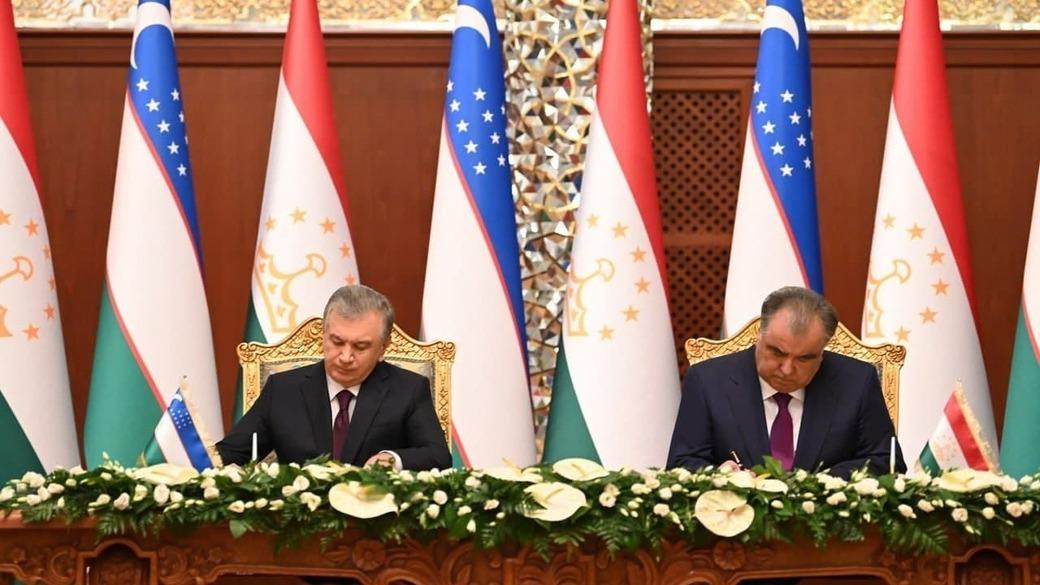 Emomali Rahmon und Shavkat Mirziyoyev